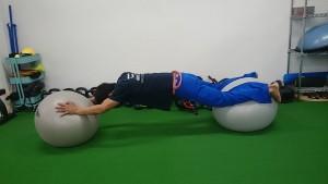バランスボールで腹横筋エクササイズ