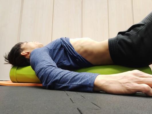 腹部引き込み動作